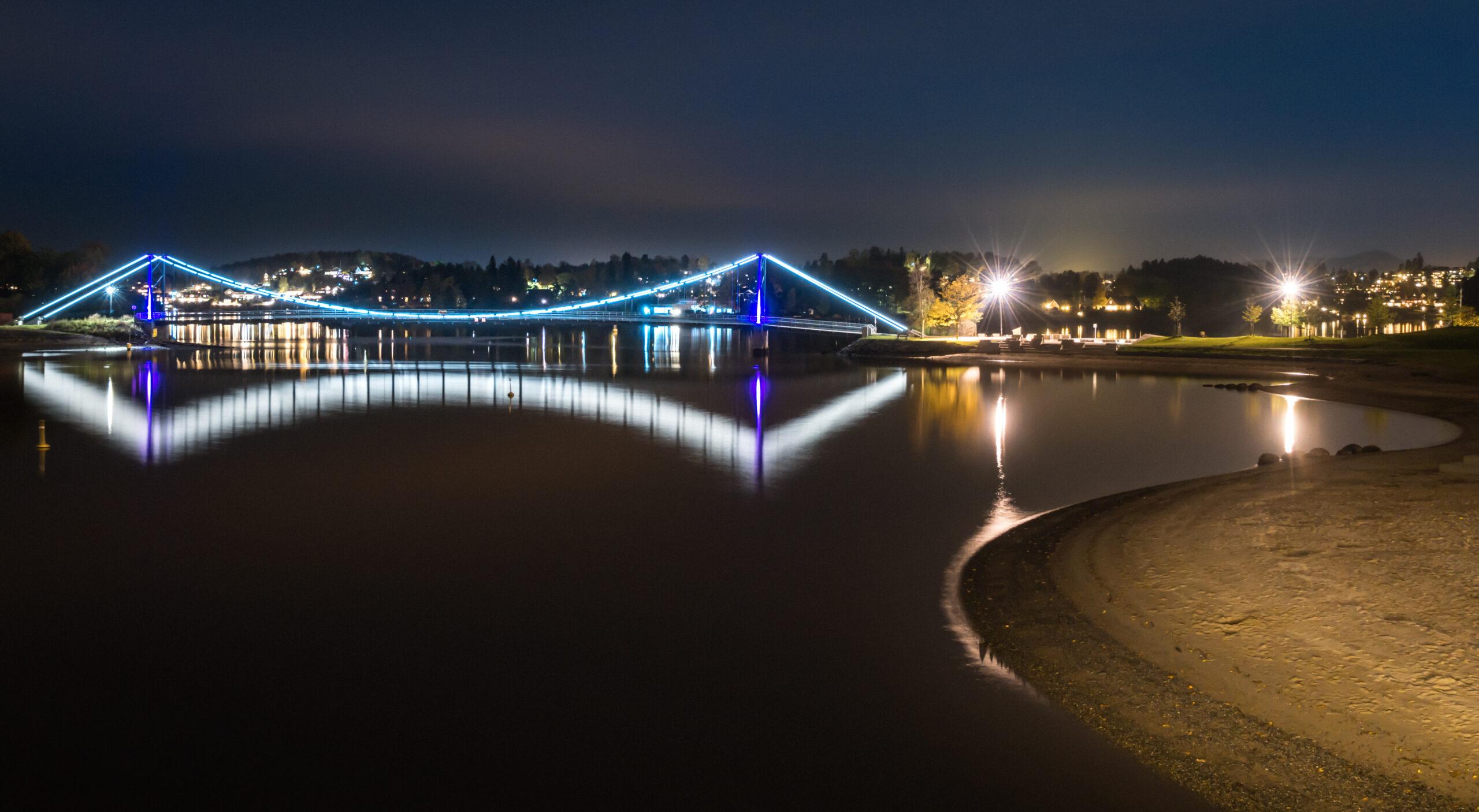 Kalvøyabroen og Kadettangen by night